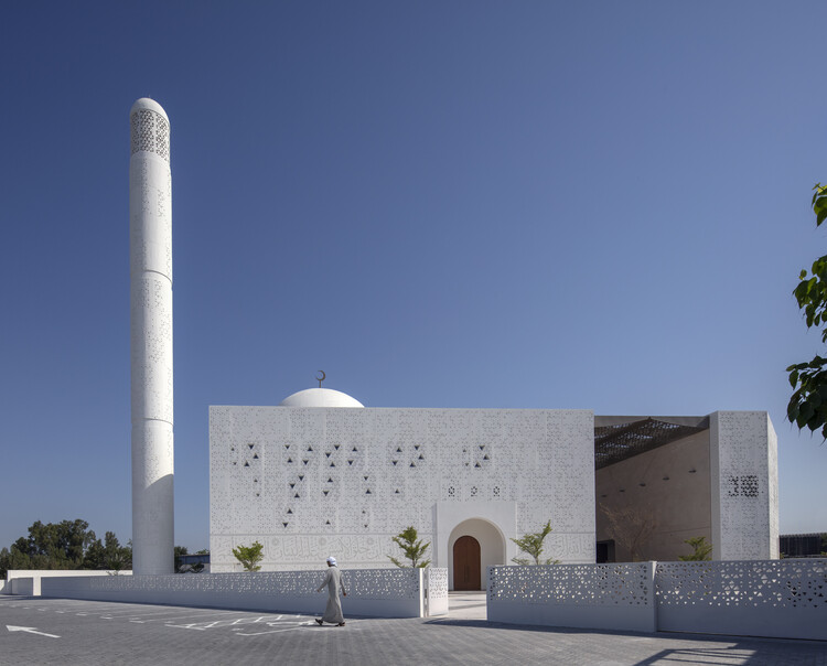 Mosque of Mohamed Abdulkhaliq Gargash / Dabbagh Architects, © Gerry O'Leary
