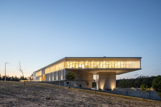 AOC Business Center / mube arquitectura