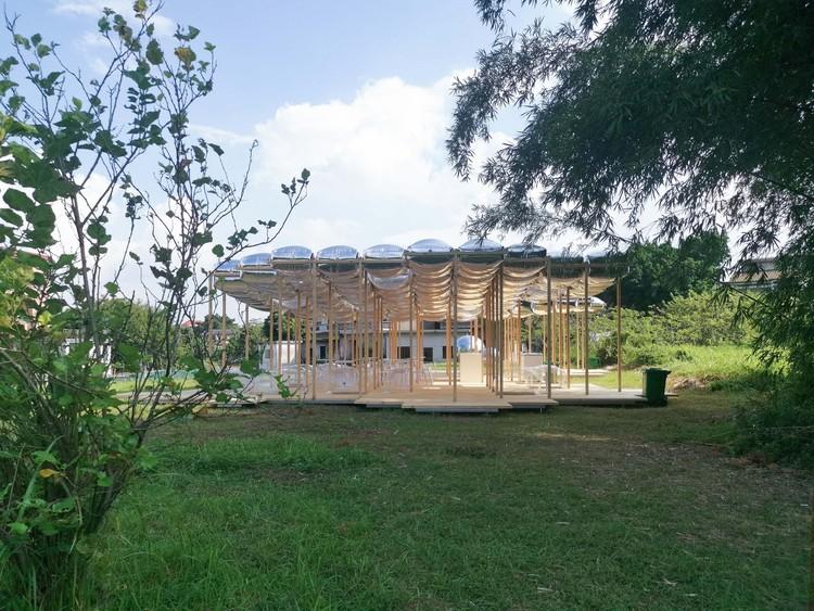 Южная сторона.  Изображение предоставлено Aether Architects