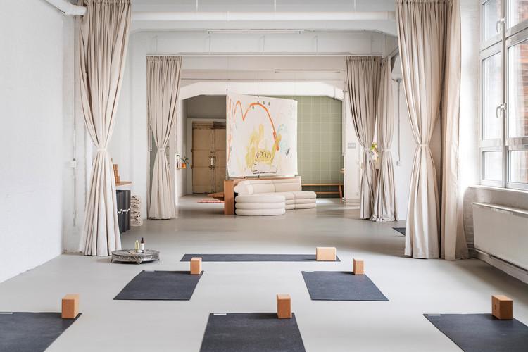 Студия йоги «Оригинальные чувства» - Some PlaceStudio.  Изображение © Линус Мюллершоен