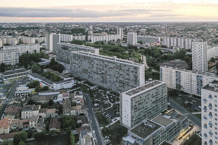 Преобразование 530 жилищ.  Изображение © Laurian Ghinitoiu