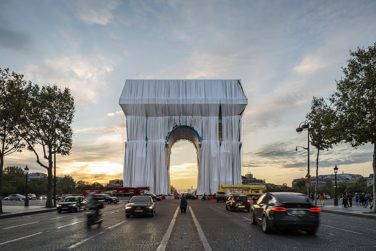 First Images Reveal Christo's Wrapped Arc de Triomphe in Paris, © Jad Sylla