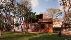 Extensão Residência Barrenechea  / Cafeina Design