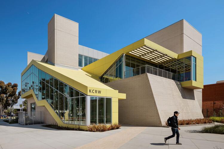 The Santa Monica College Center for Media and Design / Clive Wilkinson Architects, © Michael Moran