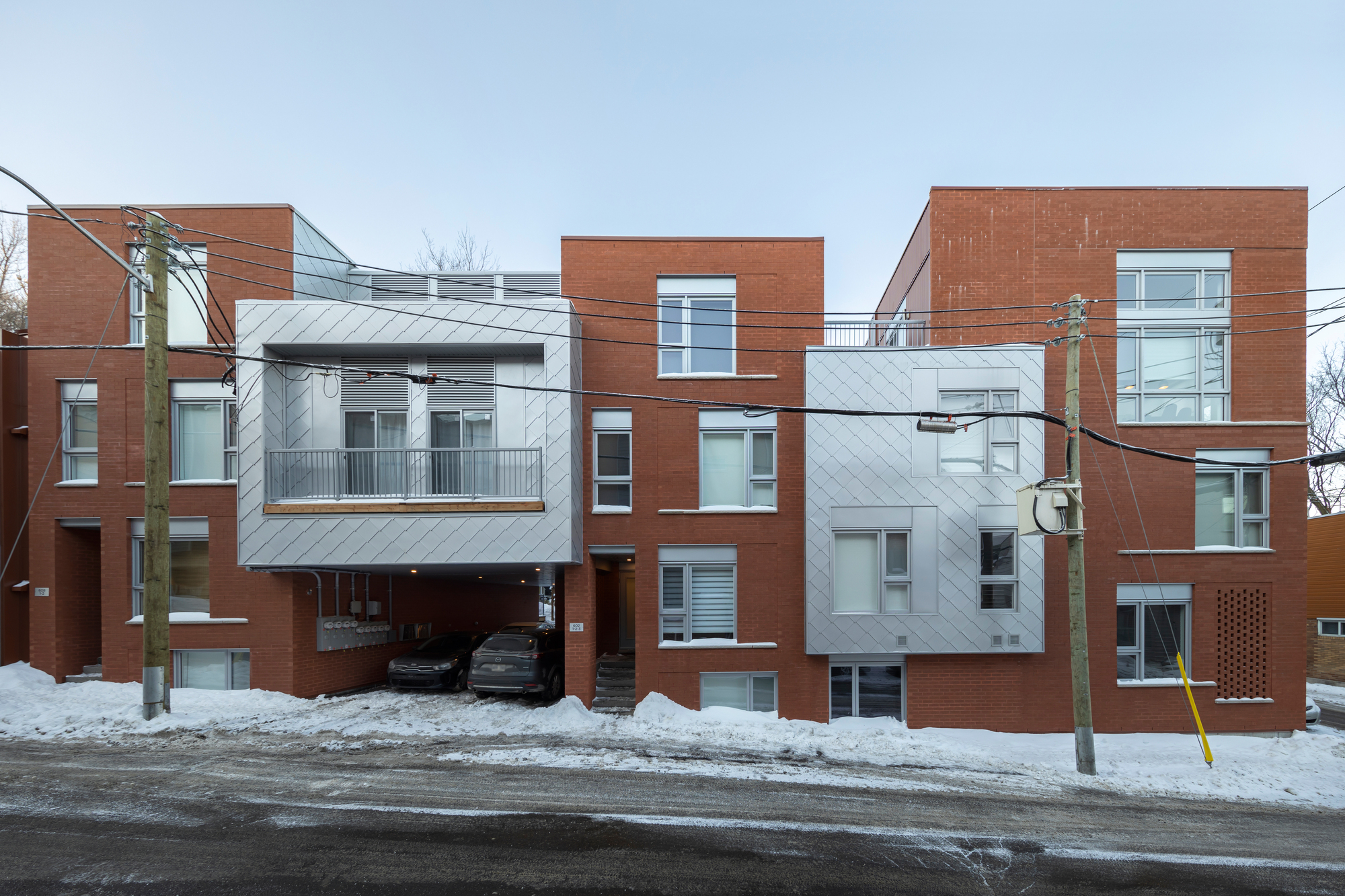 Jenny Housing / Quinzhee Architecture