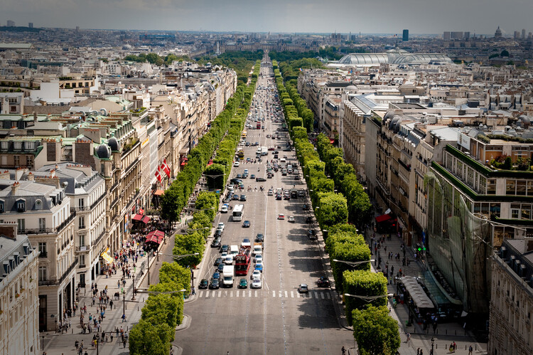 Paris reduz velocidade de carros para 30 km/h, Foto de Ilnur Kalimullin, via Unsplash