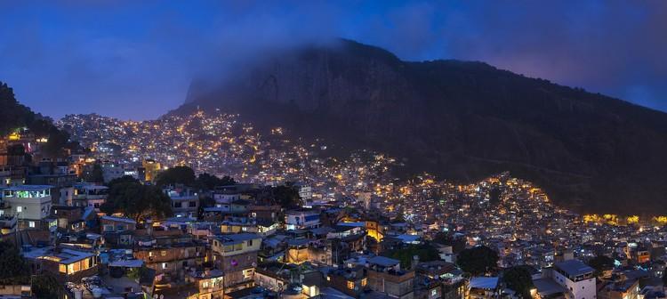 Рио-де-Жанейро, Бразилия.  Фотография Chensiyuan / CC BY-SA (https://creativecommons.org/licenses/by-sa/3.0) через Wikimedia Commons