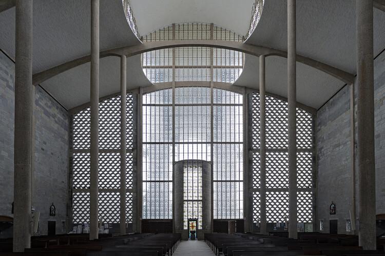 : Igreja Matriz São Luis Gonzaga / Gottfried Böhm.  Photo © Ronaldo Azambuja