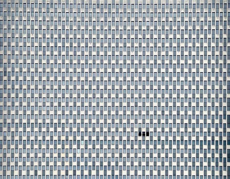 : Jacob K. Javits Federal Office and International Trade Tribunal / Alfred Easton Poor, Kahn & Jacobs, Eggers & Higgins, associate architects.  Photo © Michael Syracuse