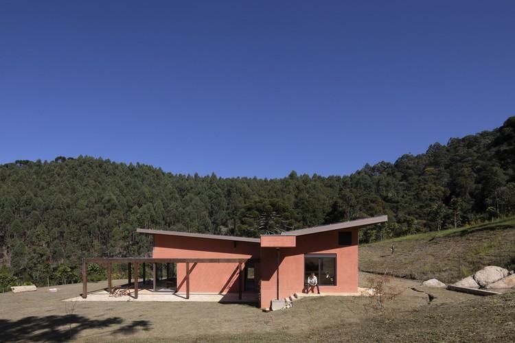 Casa Mantiqueira / ARKITITO Arquitetura, © Maíra Acayaba