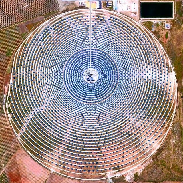 Si las plantas de energía solar son el futuro, conocer su diseño será fundamental, Concentrador Solar Gemasolar, Sevilla, España.