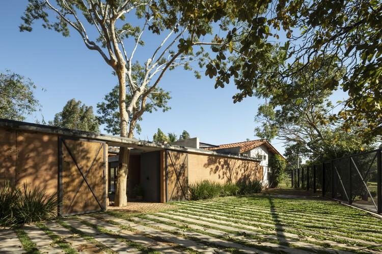 Casa en el bosque / Oficina X, © Leonardo Méndez