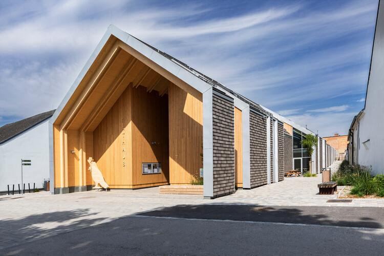 Großweikersdorf Community Center – everything under one roof / smartvoll, © Dimitar Gamizov