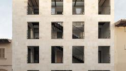 Conjunto Habitacional Joan Carles I 50 / NØRA studio