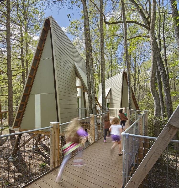 Casas na árvore: do imaginário infantil à arquitetura, Acampamento Graham / Weinstein Friedlein Architects. Image © Mark Herboth Photography LLC