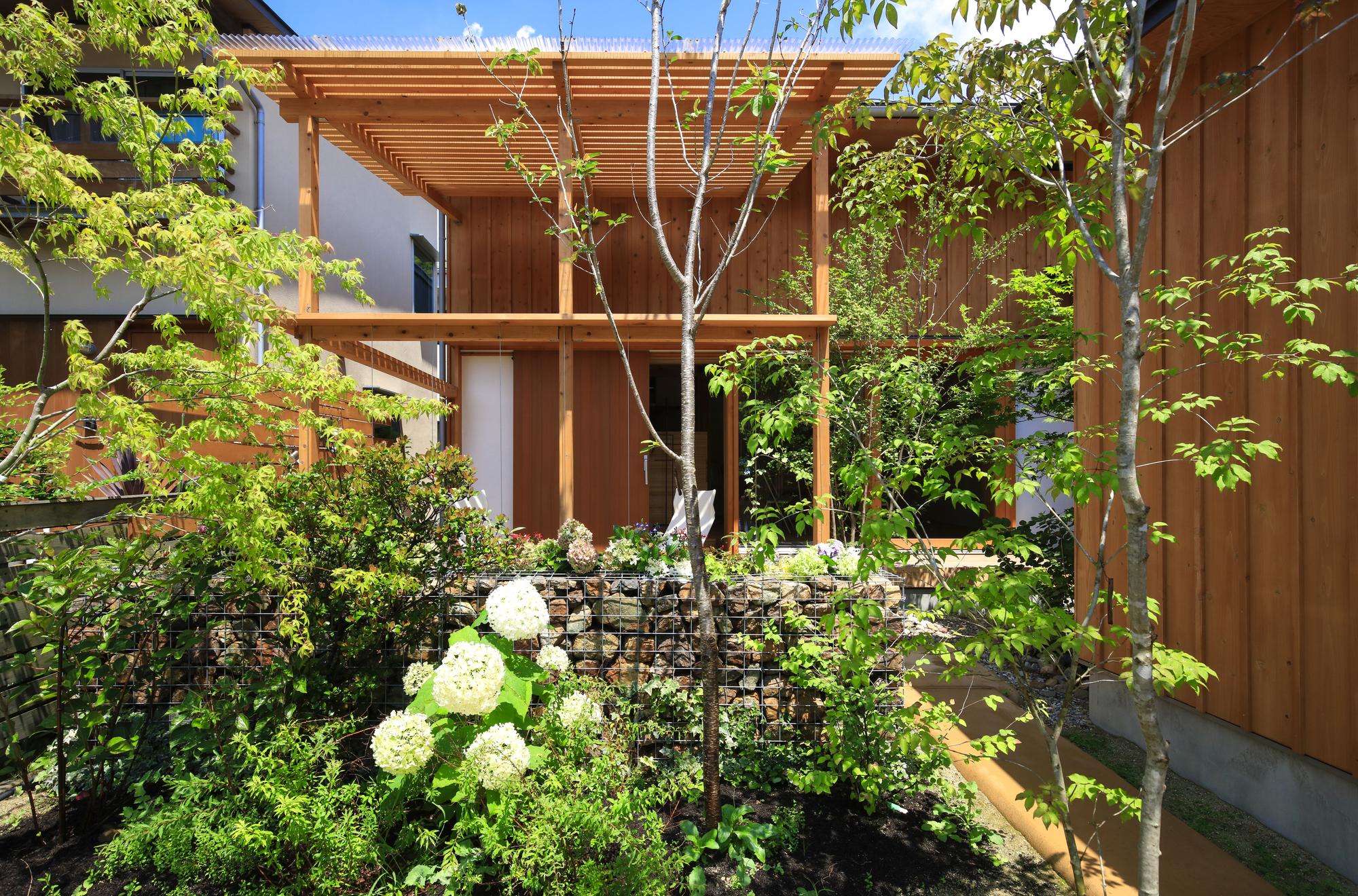 House with a Small Garden / Plan21
