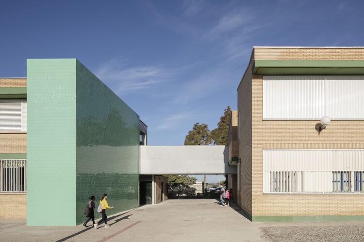 Pasarela de comunicación en el colegio San Agustín / PALENZVELA. Taller de Arquitectura, © Fernando Alda