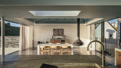 House with Courtyards / Invisible Studio