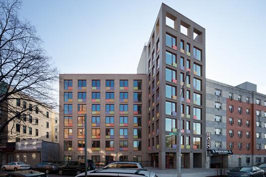 Jennings - Viviendas de apoyo contra la violencia doméstica / Alexander Gorlin Architects