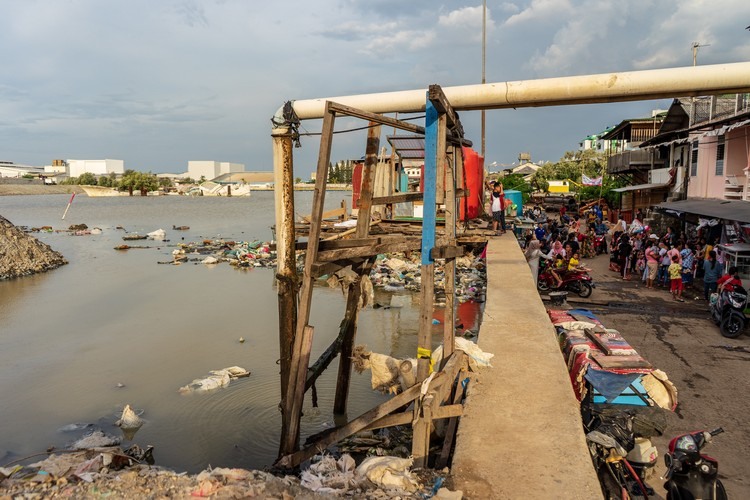Residents in Muara Baru, one of the fastest sinking areas in Jakarta, live below sea level, protected only by a concrete wall.. Image © Tim Shepherd on Unsplash