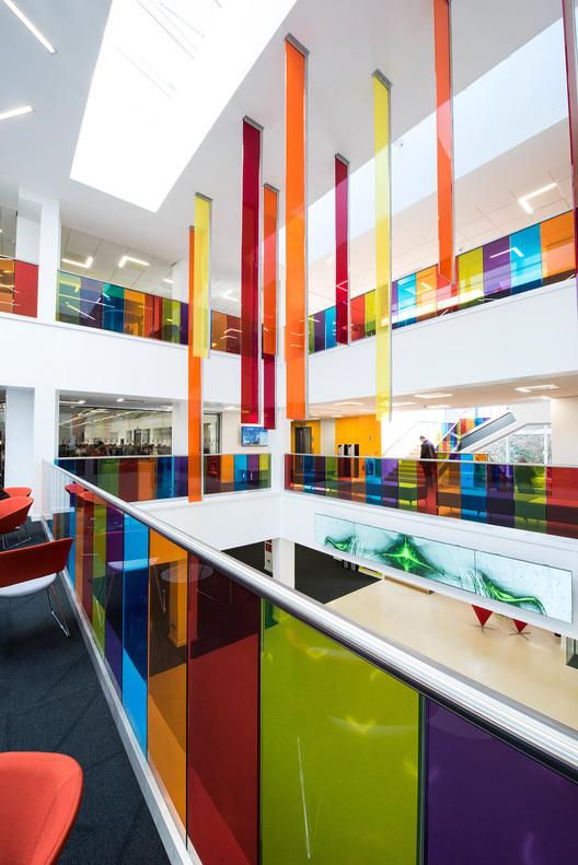 Здание информатики в Королевском университете / архитектор Кеннеди Фицджеральд.  Изображение © GlasSeal