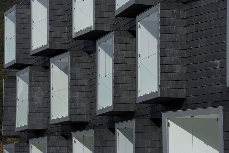 Социальное жилье для горняков / Zon-e Arquitectos.  Изображение © Игнасио Мартинес и Хосе Антонио Руис