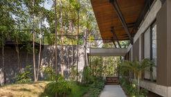 Casa Tarumã / Laurent Troost Architectures