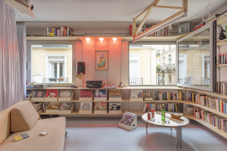 A Moulting Flat / Husos Architects. Image © Impresiones Cotidianas