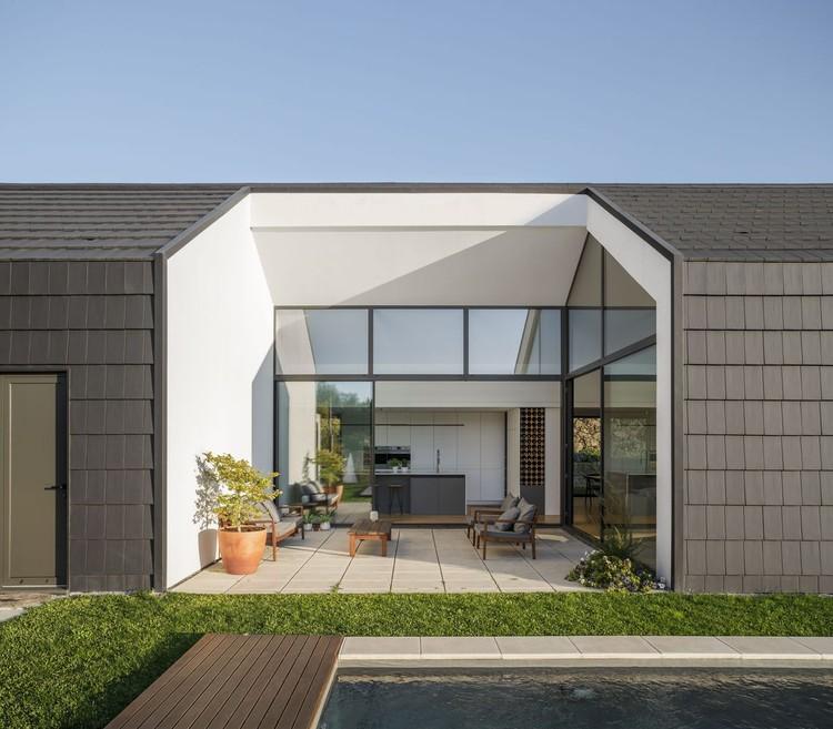 House in Santo Tirso / Hous3. Image © Ivo Tavares Studio