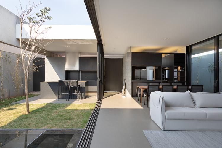 A6 House / gruta.arquitetos. Image © Daniel Santo
