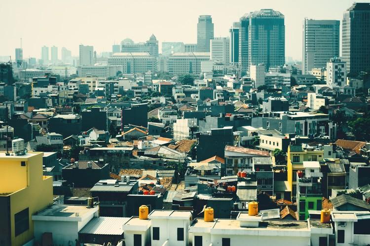 Городской вид с воздуха на Джакарту, Индонезия.  Изображение © iqbal nuril anwar через Pixabay