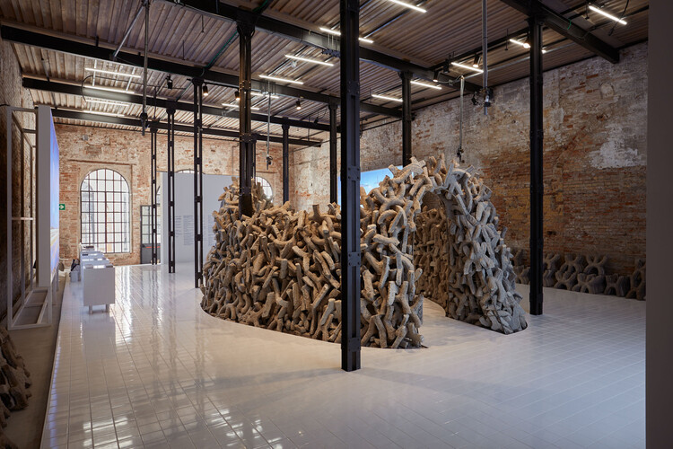 Павильон ОАЭ на Венецианской биеннале 2021. Изображение © Фредерико Торра для PLAN-SITE