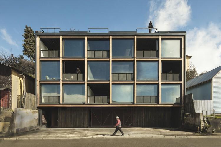 Edificio estación  / Ortuzar Gebauer Arquitectos, © Pablo Casals Aguirre