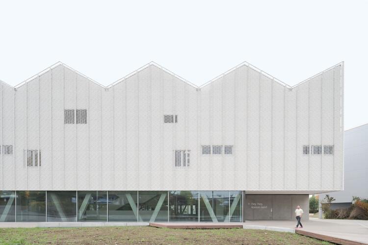 Sports Center for Überlingen School Campus / wulf architekten, Courtesy of wulf architekten