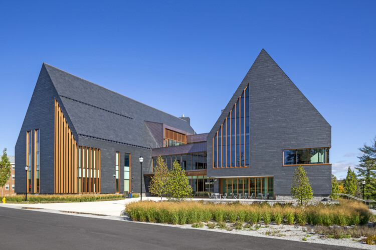 Учебный корпус по инновациям и дизайну SNHU / HGA.  Изображение © Дж. Майкл Уортингтон-младший.