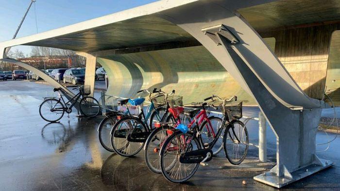 Pás de turbinas eólicas viram bicicletários na Dinamarca, Imagem cortesia de Chris Yelland