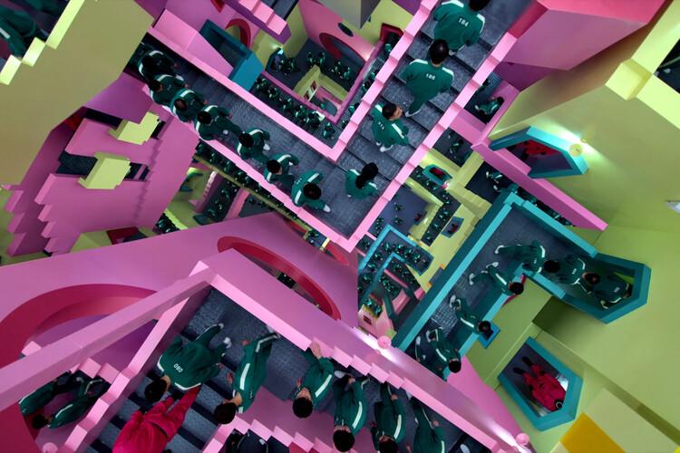Лабиринтный коридор.  Скриншот из сериала.  Предоставлено Netflix