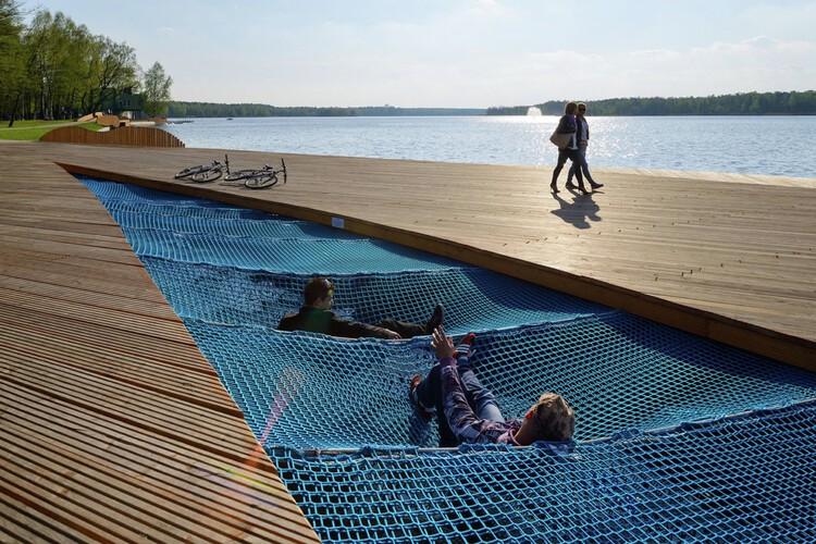 Реконструкция берега озера Папрокани / RS + Роберт Скитек.  Изображение © Tomasz Zakrzewski