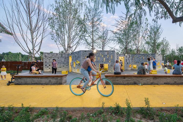 Микро-общественный парк Сунчжуан / Трансграничные районы.  Изображение © Ю Бай