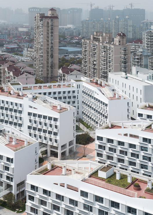 Equidad y Arquitectura: Un problema global y de todos (en opinión de nuestros lectores), Urbanización de viviendas sociales Longnan Garden en China de la oficina de arquitectura Atelier GOM. Image © CreatAR Images