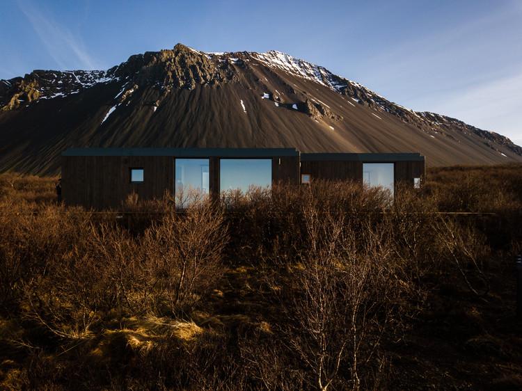 Manta North Ray - Between the Ocean and Volcano / Manta North, © Leszek Nowakowski