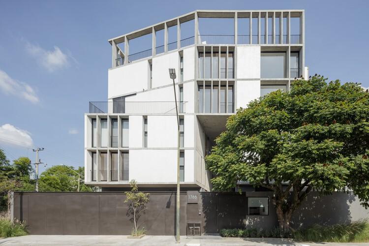 Edificio RD 1766 / em-estudio, © Lorena Darquea Schettini