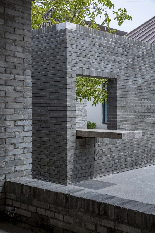кирпичный сад.  Изображение © Weiqi Jin