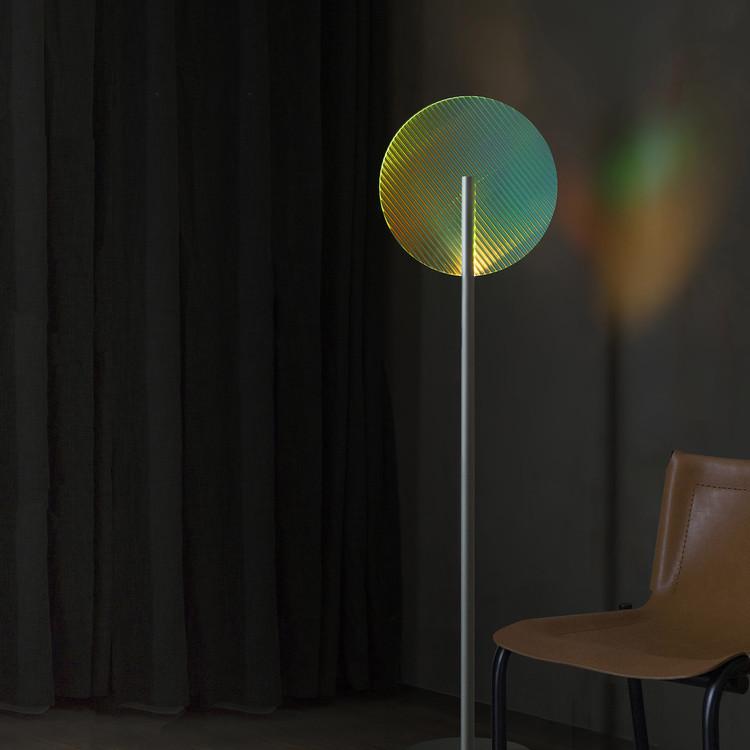 Линейный пол преломления и окружающий свет.  Изображение предоставлено премией и конкурсом A 'Design