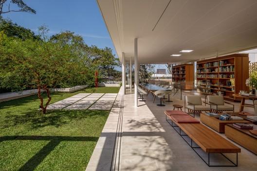 Anexo Casa de libros / Siqueira + Azul Arquitetura