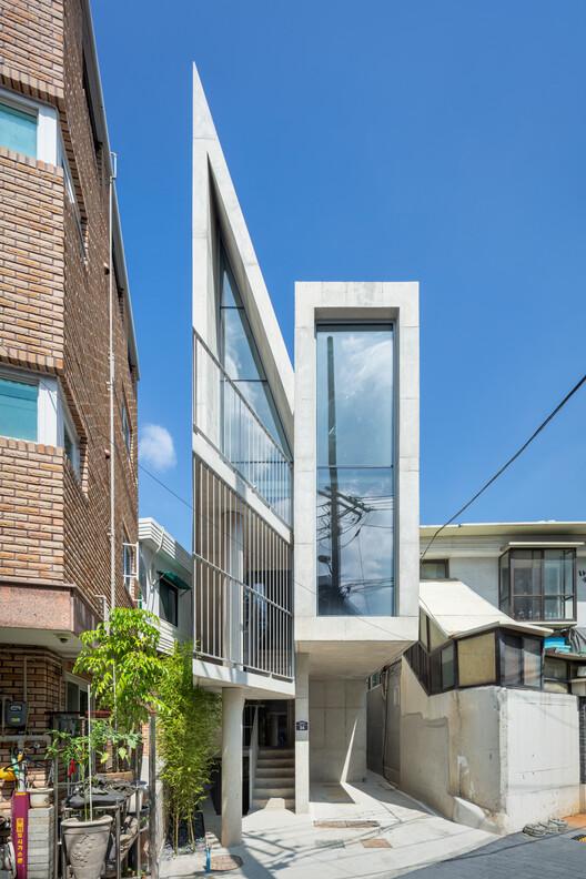 Лестница Soseum, завершенная круглой перегородкой, становится местом, где жители могут общаться друг с другом. Image © Kyungsub Shin