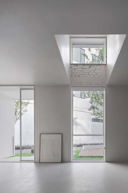 connection between indoor and outdoor space.  Image © Xiaowen Jin