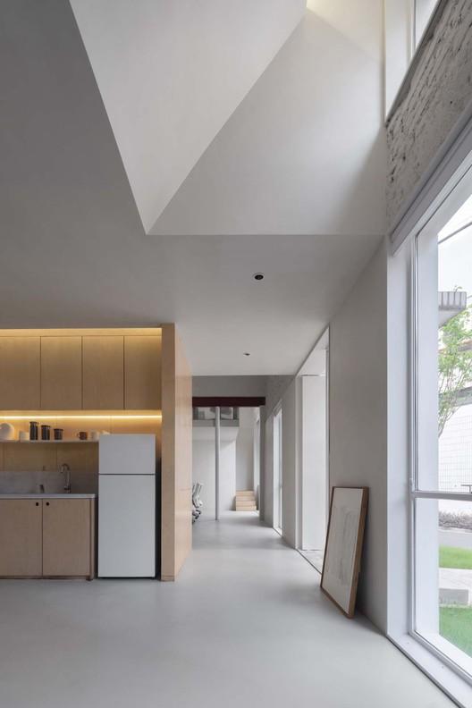 customer area skylight.  Image © Xiaowen Jin
