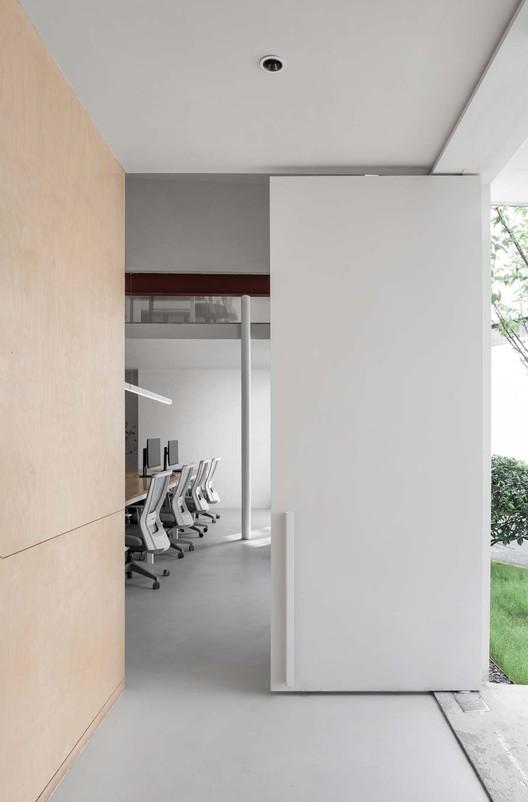 Office space.  Image © Xiaowen Jin