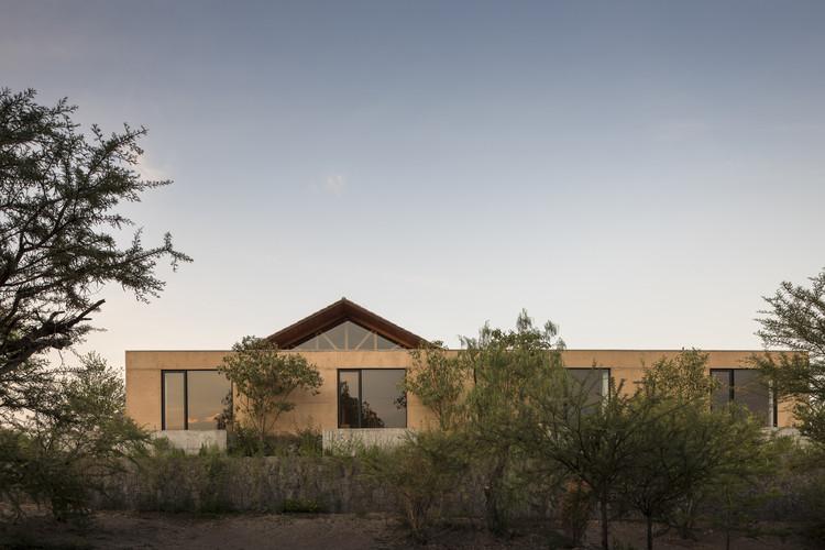 Arquitectura en México: proyectos para entender el territorio de Hidalgo, Casa Moulat / CCA Centro de Colaboración Arquitectónica. Image © LGM Studio